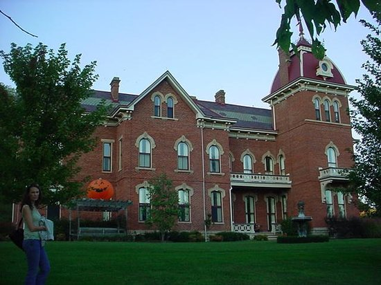 Schenck Mansion Bed & Breakfast Inn: The place at Holloween