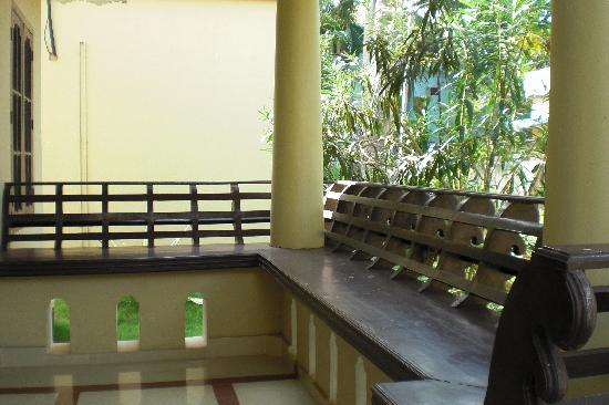 Signature Residence: Traditional Kerala Benches