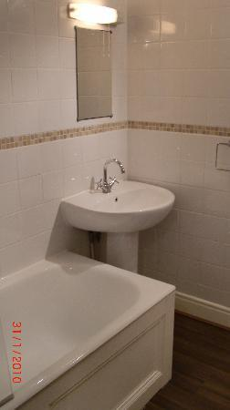 Bath Star Apartments: Bathroom