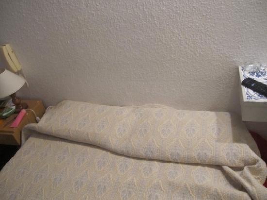 Hotel Americana: habitacion del hotel, no tiene respaldo como figura en la pagina web del hotel