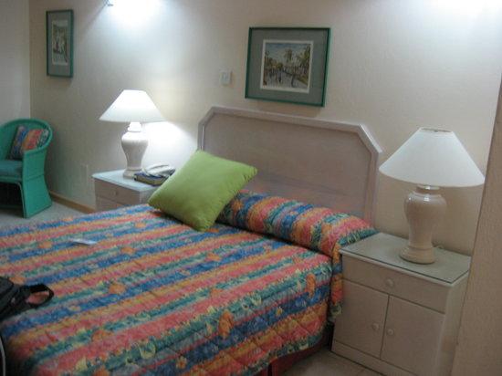 Hotel PomMarine: Comfortable bed.