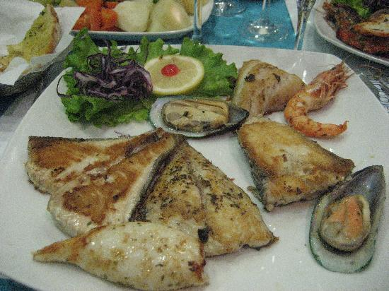 Marisqueira O Barqueiro: assiette de mixte poisson (18 €)