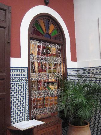 Riad Dar Tafilalet : Decoración patio