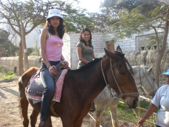 Lunahuana, Pérou : Aprendiendo a montar caballo :D.....