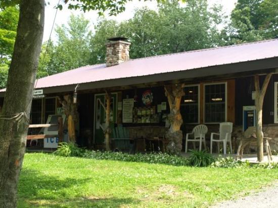 Covington, PA: Campground storefront