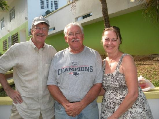 Casa de Claire Guesthouse : Mom, Dad, and Gordy