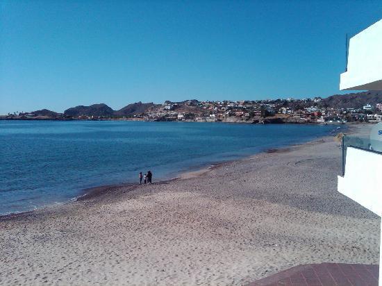 Posada Condominiums & Resort: Beach bar very near