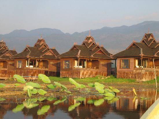 Inle Resort & Spa: Vue des royal villa en arrivant à l'hotel