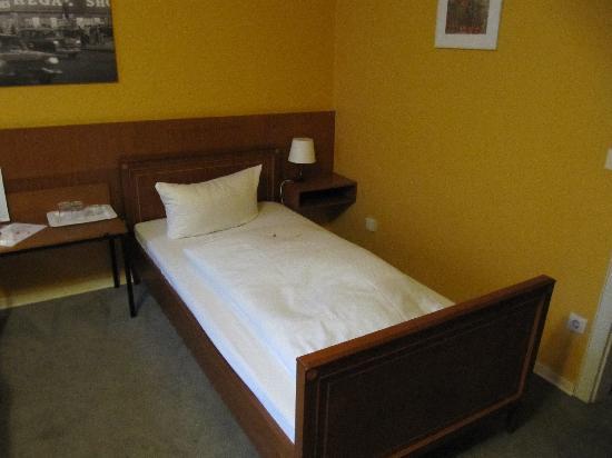 EU Centralhotel Im Tonnchen: Bed