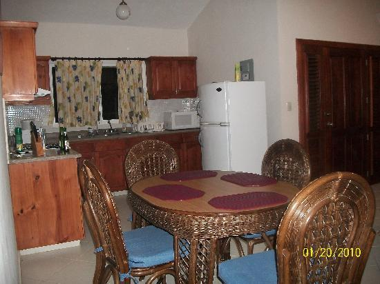 Residencial Casa Linda: Kitchen