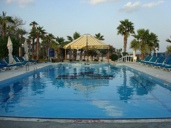 ساندي بيتش هوتيل آند ريزورت: Pool
