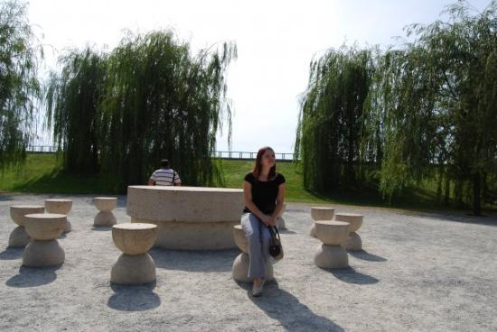 Targu Jiu, Romania: Tg Jiu - Masa tacerii - Brancusi