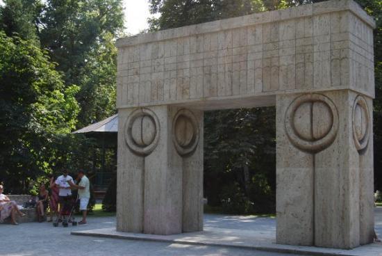 Targu Jiu, Romanya: Tg Jiu - Poarta sarutului - Brancusi