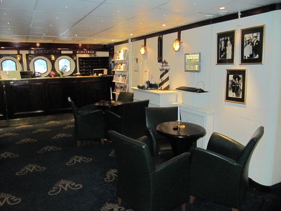 Mälardrottningen Yacht Hotel och Restaurant: Lobby