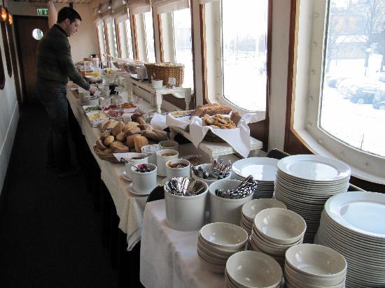 Malardrottningen Yacht Hotel and Restaurant: Breakfast