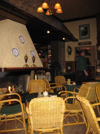 De Klok: Restaurant zitje met open haard