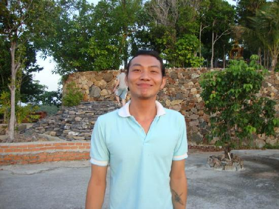 Phangan Utopia Resort: Mo! Always pleased to help !!! A Tsunami survivor!