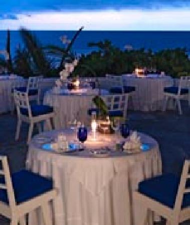 Round Hill Hotel & Villas: Restaurant
