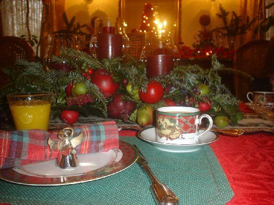 Red Bluff Cottage: Charming Christmas theme