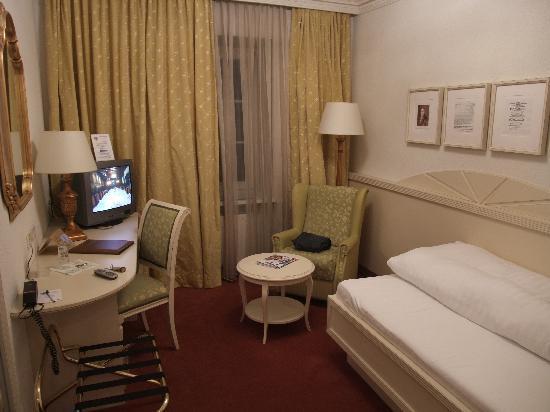 Standard Double :: Hotel Ramada Innsbruck Tivoli :: Tyrol