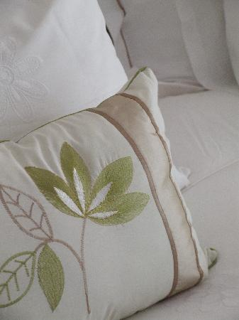 Carslogie House: Pillow detailing
