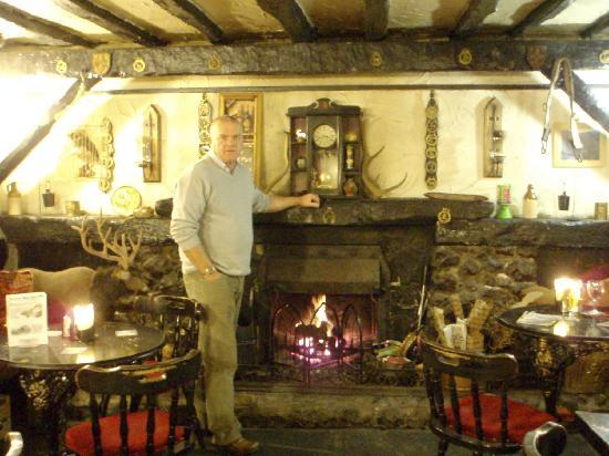 Kirkstone Pass Inn: Master of the house? er no!
