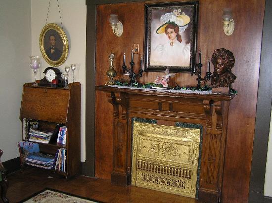 Victorian Getaway : Living room