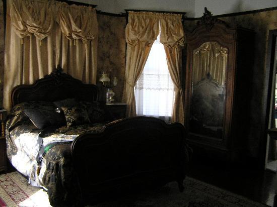 Victorian Getaway : Our bedroom