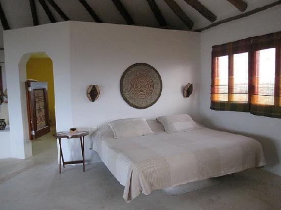 Casa Takywara: Very comfortable king size bed.