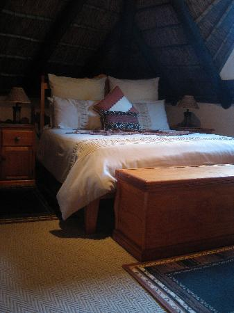 Boven Villa: very big Elephant bedroom