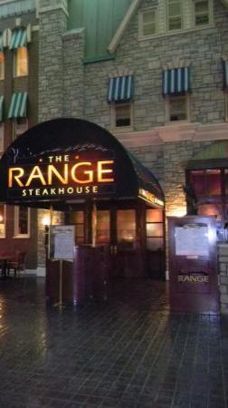 Hollywood Casino St. Louis Hotel: We didnt eat at the Range Steakhouse, but it looked cool!