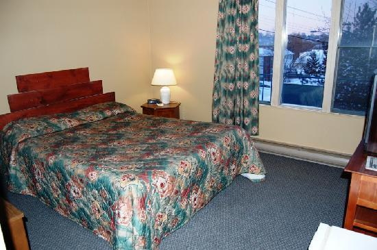 Knights Inn Sudbury: the room i stayed in on the 10th