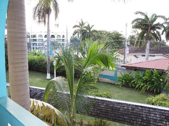 Doctors Cave Beach Hotel : View of street from my room