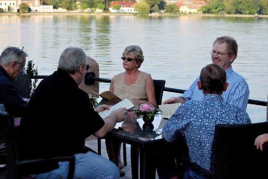 Platán Restaurant & Café: Dinner lake side
