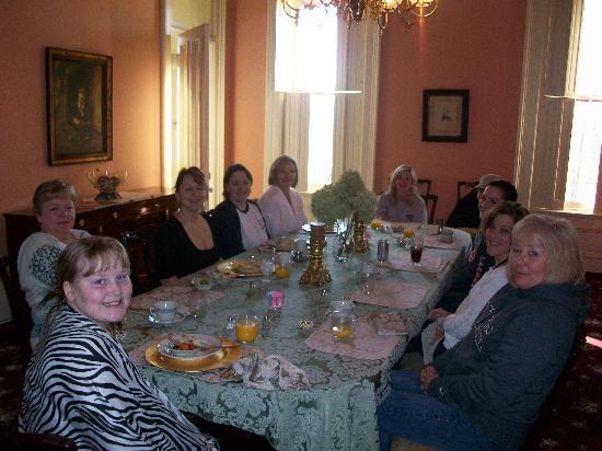 Schenck Mansion Bed & Breakfast Inn: breakfast time
