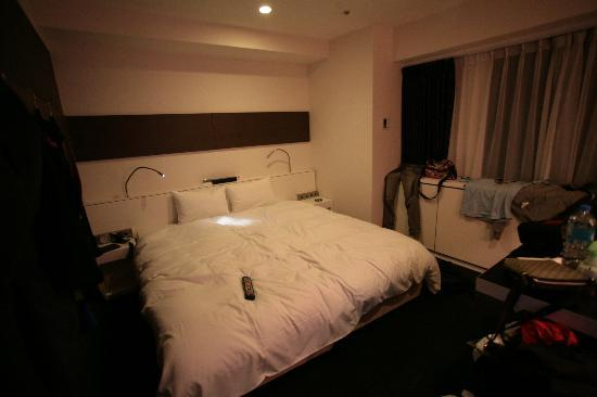 Cross Hotel Osaka: Our room, our clothes hung out to 'breathe' out the smoke!