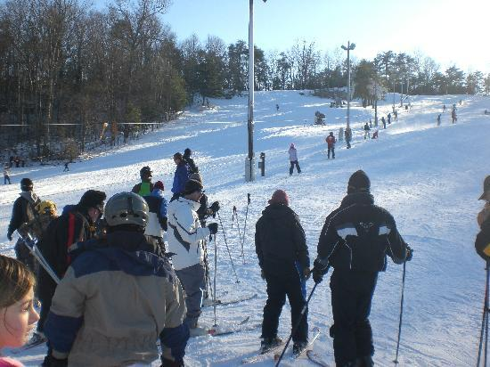 Cloudmont Ski Resort: Waiting in the lift line (busy day)