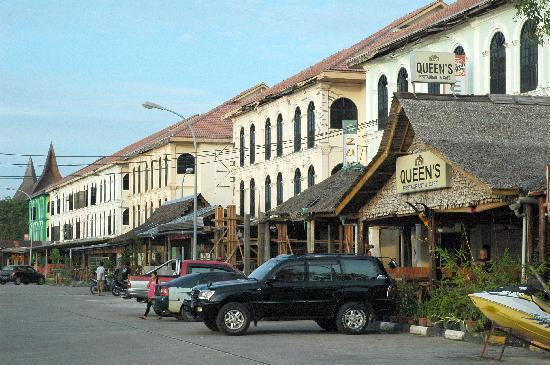 Holiday Inn Resort Batam: Waterfront City's shophouse strip