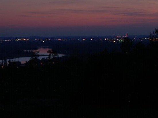 Solnedgang  over den østlige Oderflod, med Stettin i baggrunden