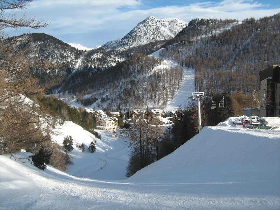 Hotel Miramonti: The hotel really is right at the end of a piste
