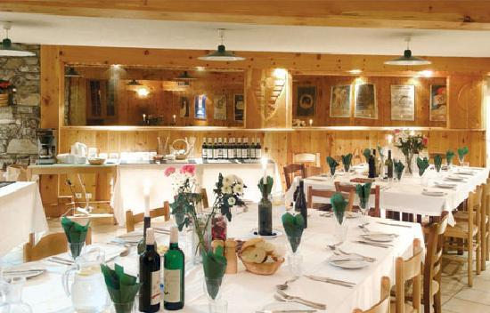 Chalet Andre : Cheerful dining in the Andre