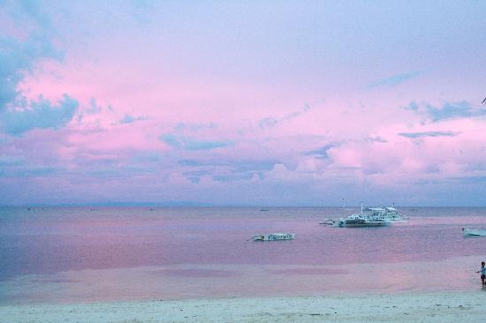 Malapascua Exotic Island Dive & Beach Resort: Pink skies in Cebu...have to be seen to be beleived.