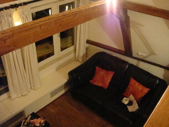 Amsterdam Jewel: Living room - Amber Suite