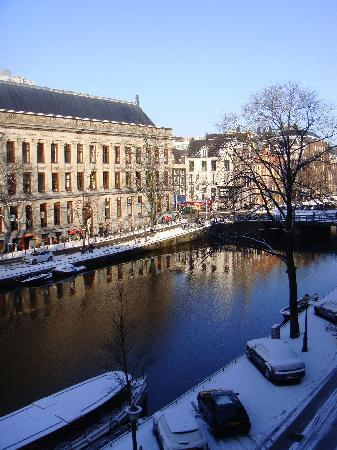 Amsterdam Jewel: View out Living room windoe - Signal Canal