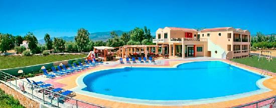 Aeolian Gaea Hotel: pool and main building