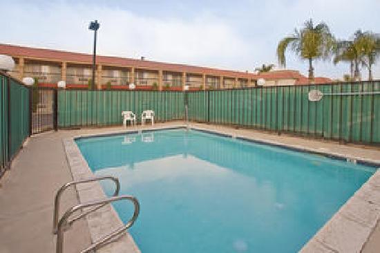 Americas Best Value Inn - Rialto: Pool