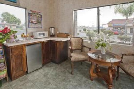 Americas Best Value Inn - Rialto: Breakfast Area
