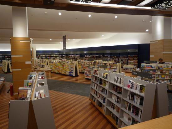 un'enorme libreria nel Dubai Mall