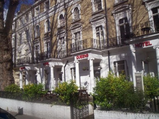 Queen's Hotel: The nice facade