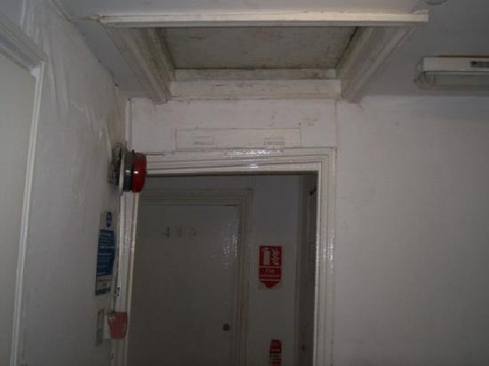 Queen's Hotel: Stair case